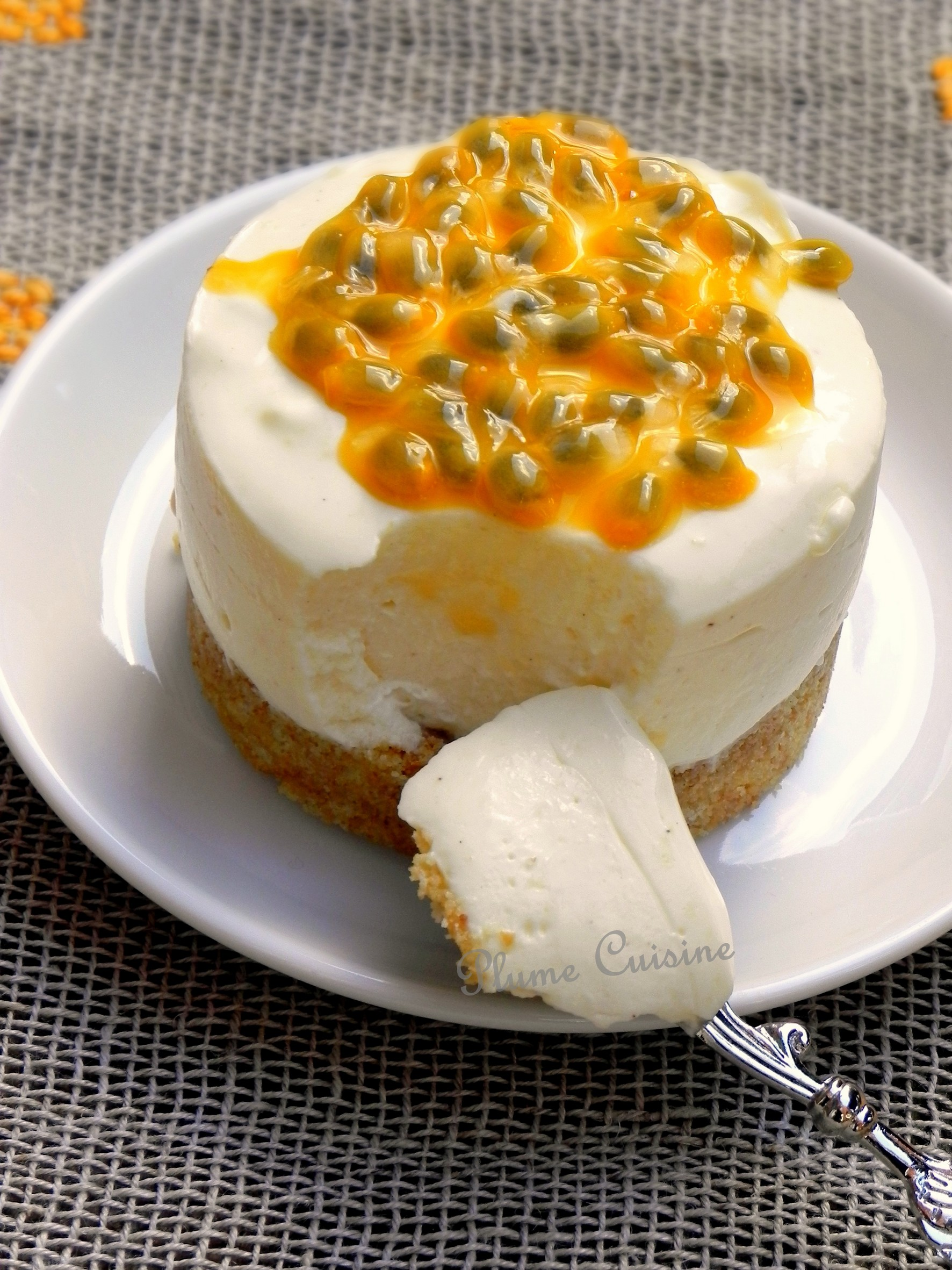Tarte mousse au yaourt à la vanille, passion et orange